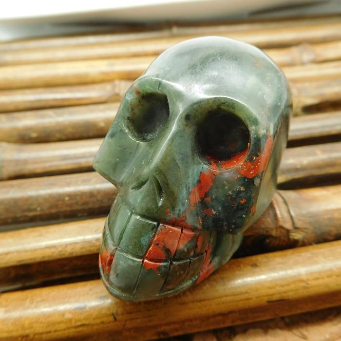 African bloodstone carved skull decoration (G1217)