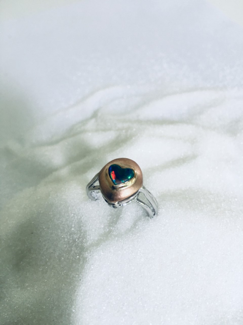 ring in white and yellow gold 18 kt with opaline heart shape and 2 brillants