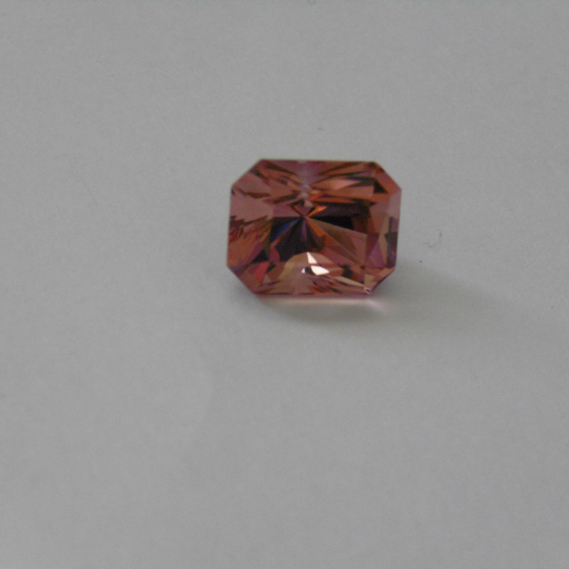 Tourmaline Color change gemstone 8.80 cts