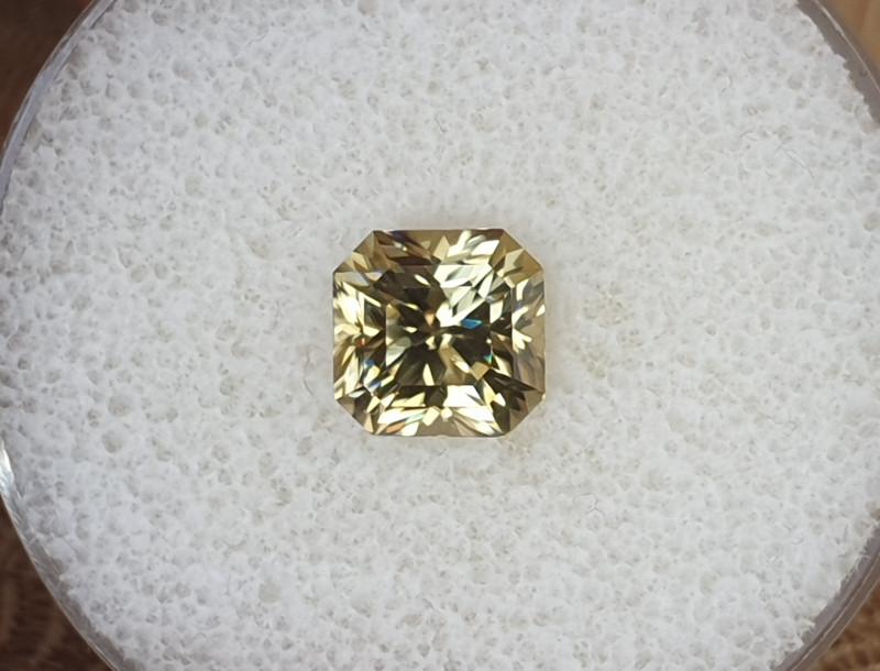 3,75ct Yellow Zircon - Master cut!