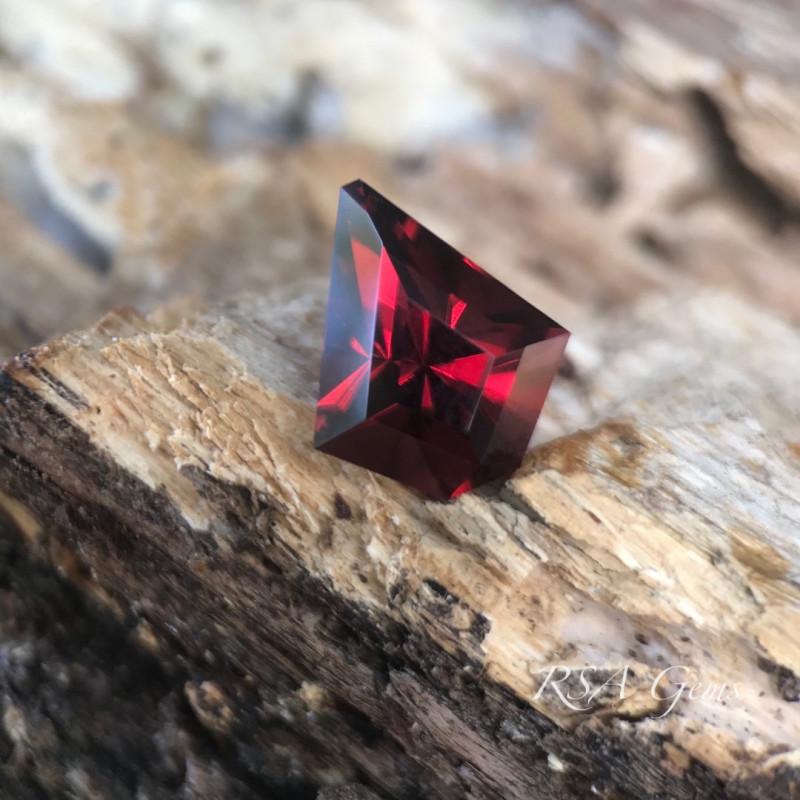 Malaya Garnet - 3.40 carats