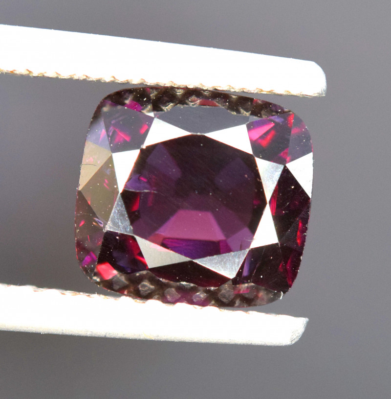2.80 cts red Spinel Gemstone