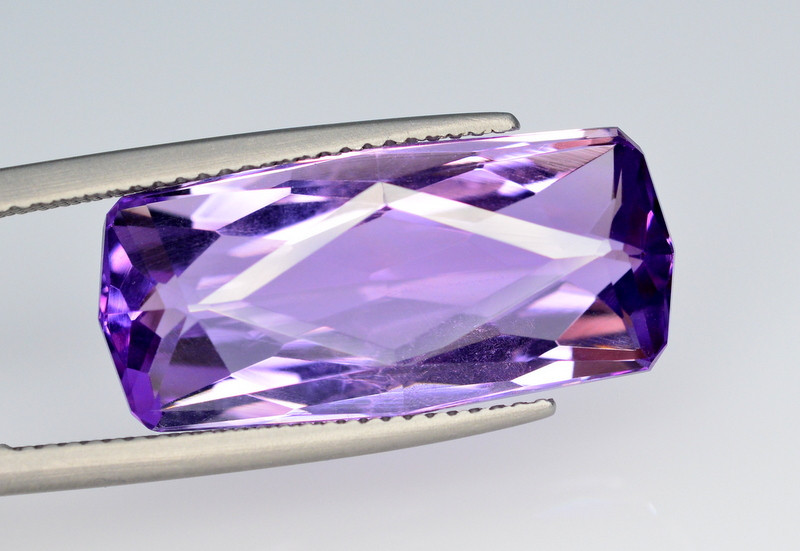 12.60 Ct Top Quality Natural Amethyst > Brazil