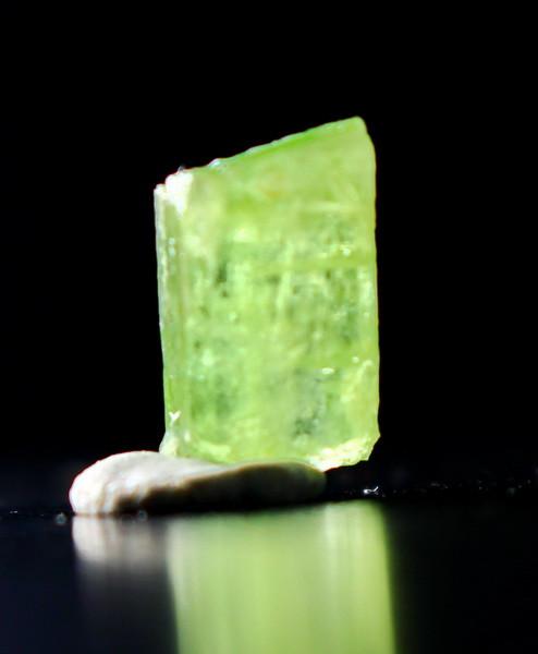 4.05 CT Natural & Unheated Green Peridot Crystal Rough