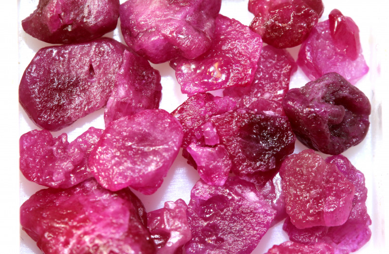 20-CTS BURMA RUBY ROUGH RICH PINKY RED PARCEL   RG-4547