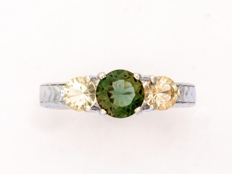 0.75ct Green Clear Sunstone Sterling Silver Ring (S2549R)