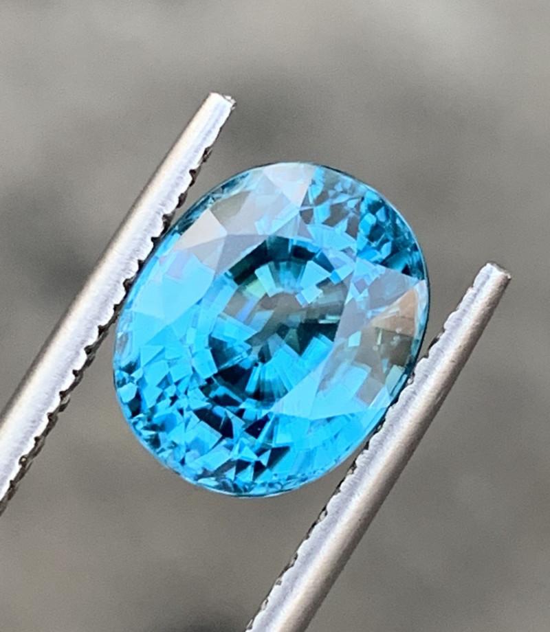6.89 Carats Zircon Gemstones