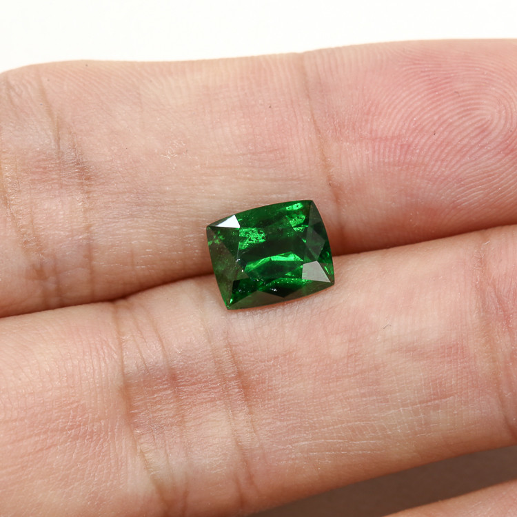 **Beautiful** Lab Certified 3.15ct Tsavorite Garnet