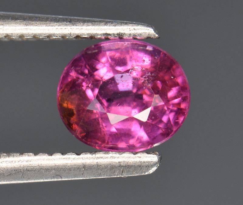 0.95 CT GRAPE GARNET TOP LUSTER GEMSTONE G11