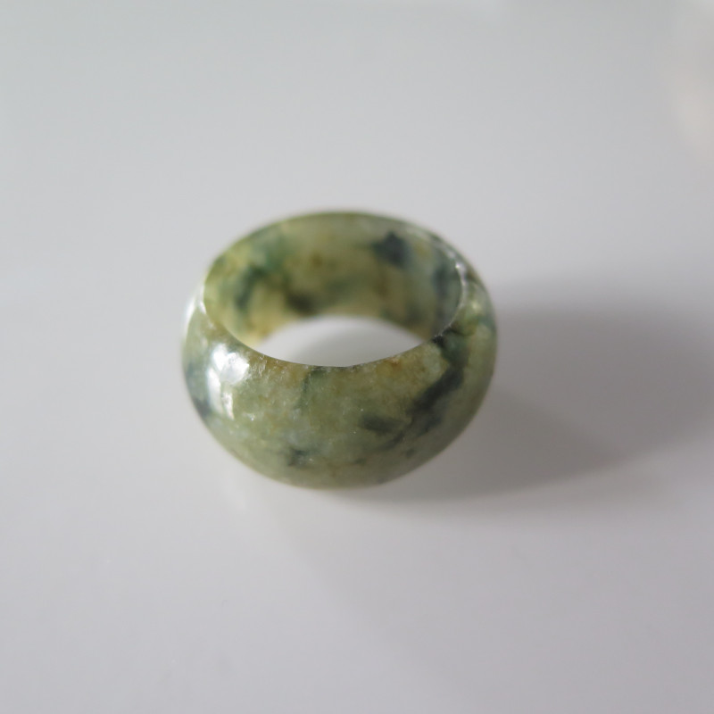 NATURAL JADE RING from BURMA....33.67cts...size 8  2/4