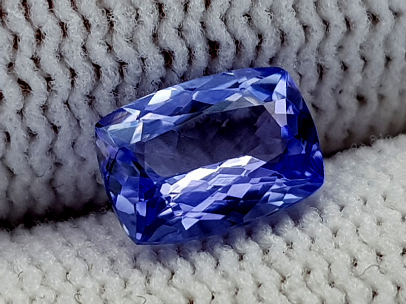 1ct    Natural Tanzanite Gemstone igcntt33