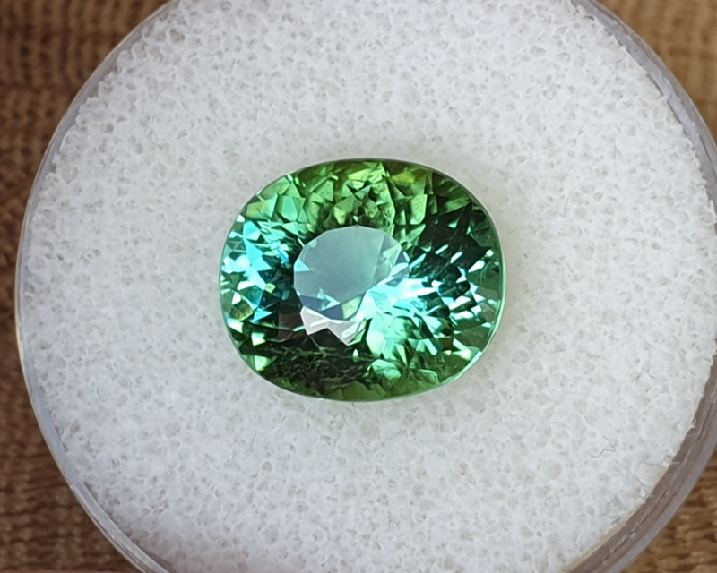 9,20ct Blue/Green Lagoon coloured Tourmaline - Designer cut!