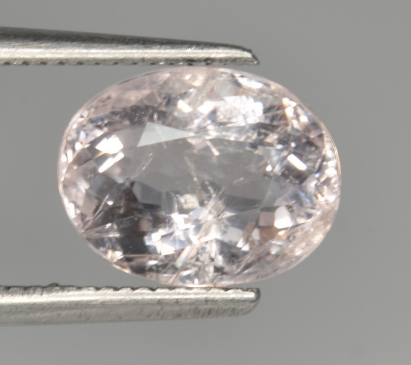 2.81 Cts Morganite Awesome Color and Luster Gemstone MG23