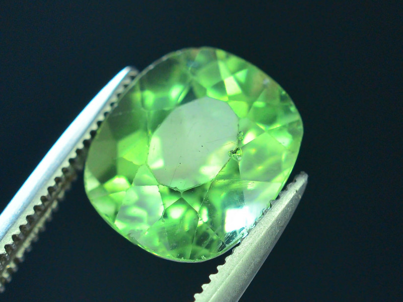 Great Luster 3.20 ct Green Apatite