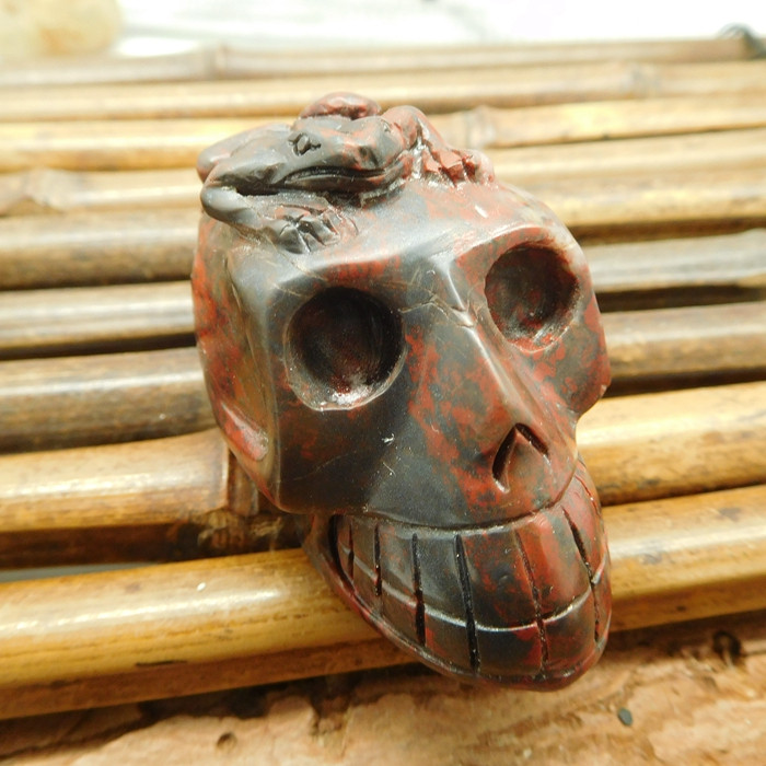 Red jasper gemstone carving frog with skull (S026)