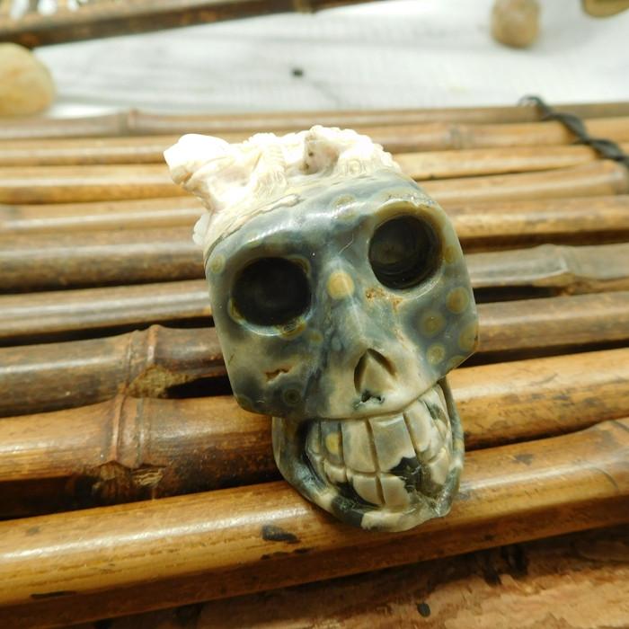 Ocean jasper carving skull with chameleon decoration (S028)