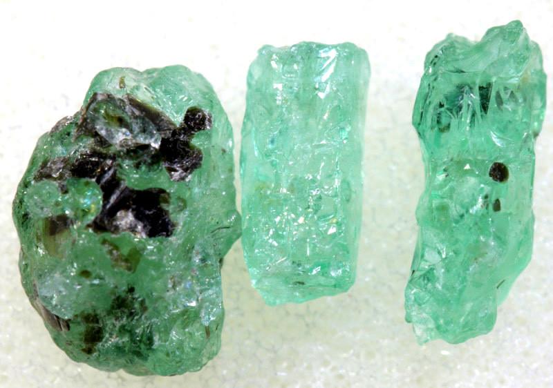 1.75 CTS Emerald Rough  RG-4798