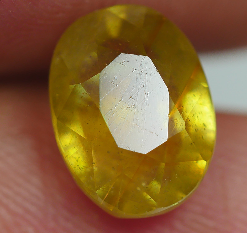 4.05 CRT TRANSLUCENT  YELLOW SAPPHIRE FACETED-