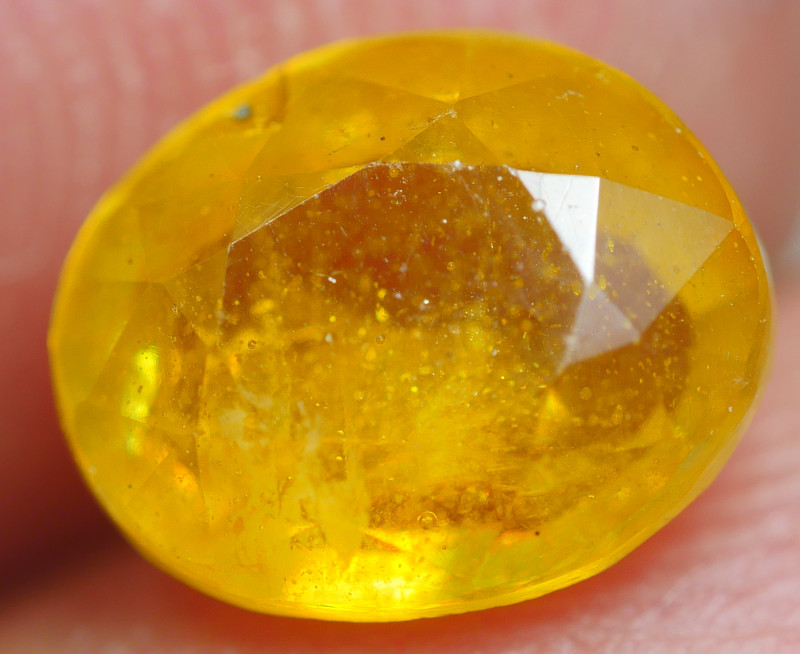 2.10 CRT  TRANSLUCENT  YELLOW SAPPHIRE FACETED-