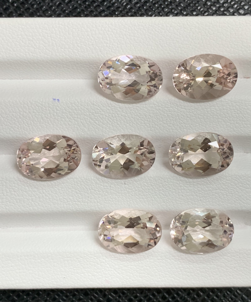 30.92 Carats Morganite Gemstones