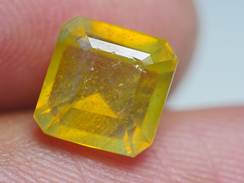 3.25 BEAUTY TRANSLUCENT YELLOW SAPPHIRE FACETED-
