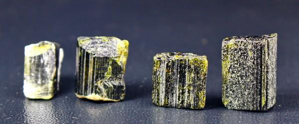 140 Cts Beautiful, Superb Green Epidot Crystal Lot