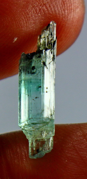 2.85 CT Natural & Unheated  Green Emerald Crystal ( Not Oiled)