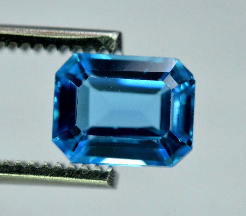 3.20 Carats London Blue Topaz Gemstone