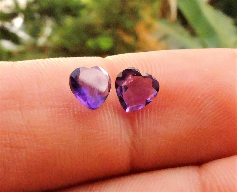 1.25ct PAIR OF AMETHYST HEARTS FROM AFRICA