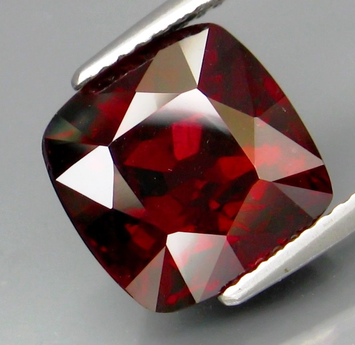 7.50 Ct. Natural Top Red Rhodolite Garnet Africa