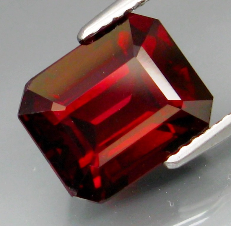 5.63  Ct. Natural Top Red Rhodolite Garnet Africa