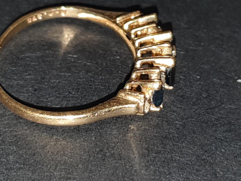 9 carats Sri Lanca blue sapphire and diamond ring
