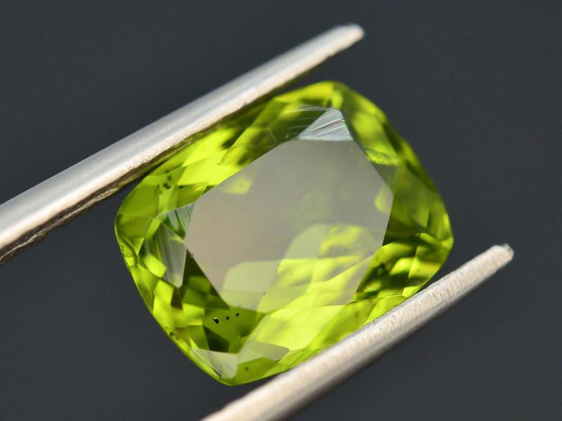 2.90 Ct Untreated Green Peridot T