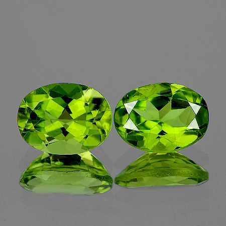 8x6 mm Oval 2 pcs 2.78cts Green Peridot [VVS]