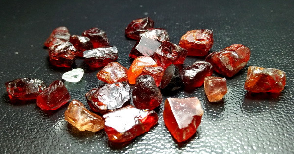 157.55 CT Natural - Unheated Red Garnet Rough Lot