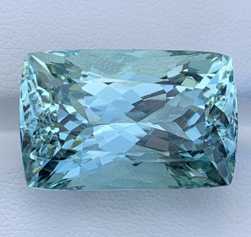 32 Carats Aquamarine Gemstones