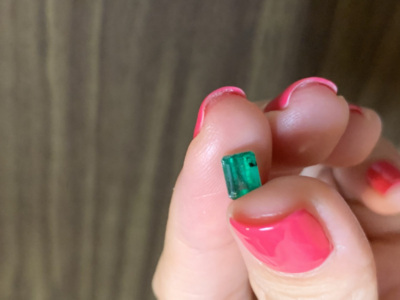 0.82 rectangular cut emerald