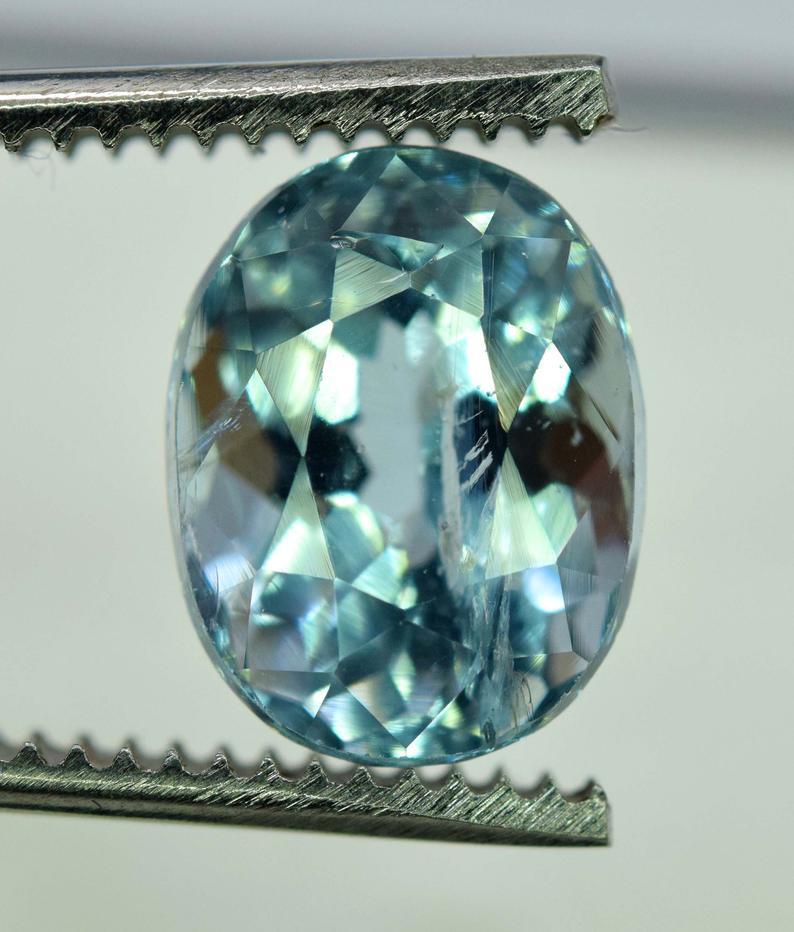 4.35 Carats Oval Cut Natural Top Grade Color Aquamarine Gemstone from pakis
