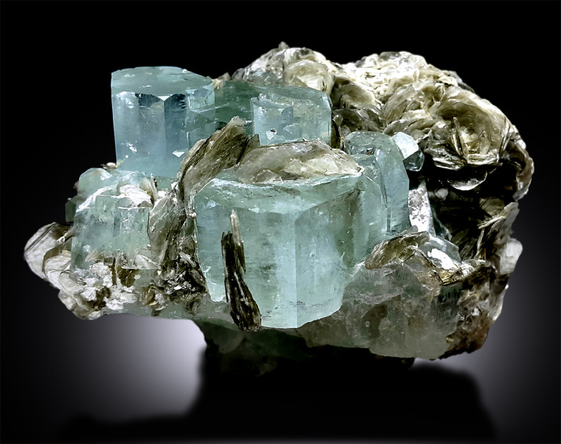 AquamarineAquamarine crystalBerylGemstonesRare mineralsUnique crystalsholistic giftsCrystal giftsCrystalsMineralsGems