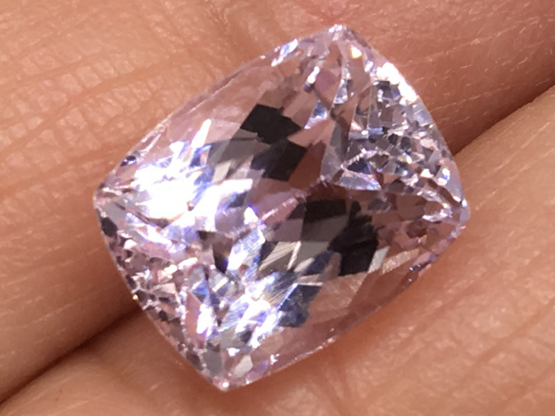 5.07 Carat VVS Kunzite Precision Cut and Perfect Clarity !