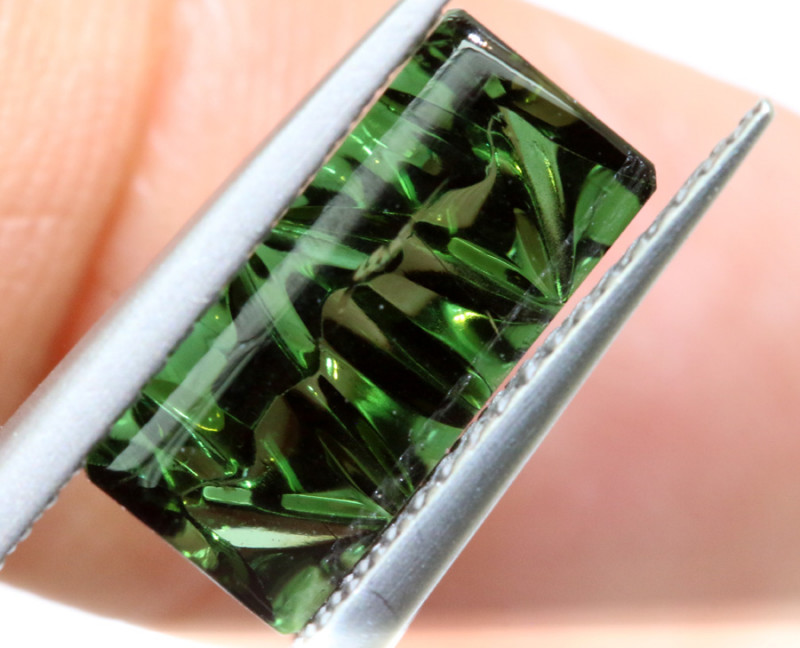 2.5-CTS  TOURMALINE   CARVED  PG-3220