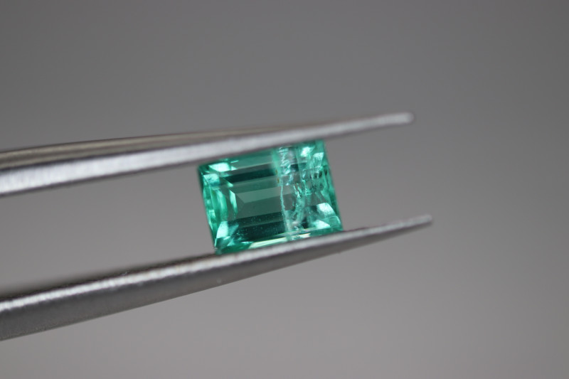 #1054 COLUMBIAN 0.41CT NATURAL EARTH MINED TOP LUSTER EMERALD