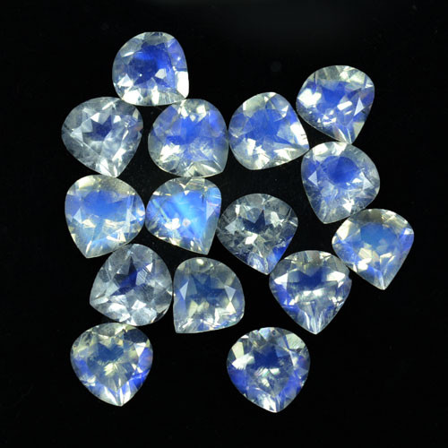 Loose moonstone gemstones