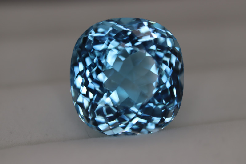 #405 31CT HIGHEST QUALITY ELECTRIC SWISS BLUE