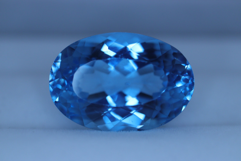 #408 31CT SUPERB ELECTRIC SWISS BLUE