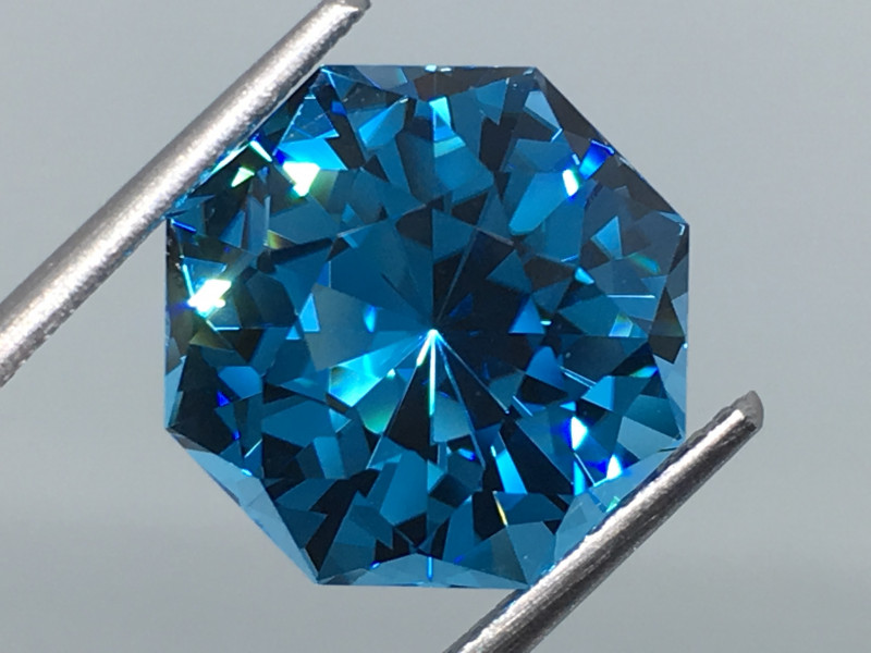 7.70 Carat IF Topaz Electric Blue Master Cut Flawless !