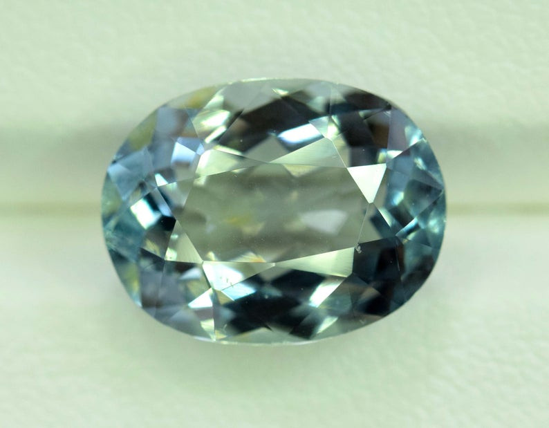 5.25 Carats Oval Cut Natural Top Grade Color Aquamarine Gemstone from pakis