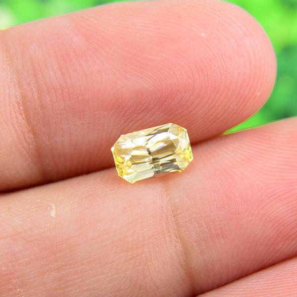 Natural Yellow Sapphire, Ceylon /Untreated 1.23 Ct  (01682)