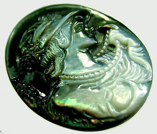 MOTHER OF PEARL CARVING 31.50 CTS [MX3261 ]