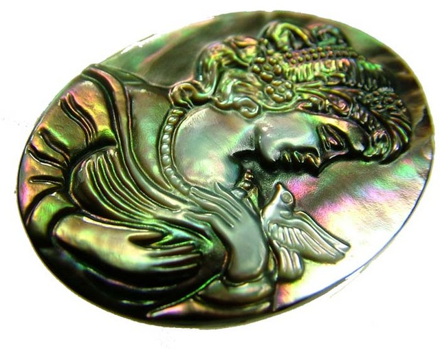 MOTHER OF PEARL CARVING 27.40 CTS [MX3275 ]